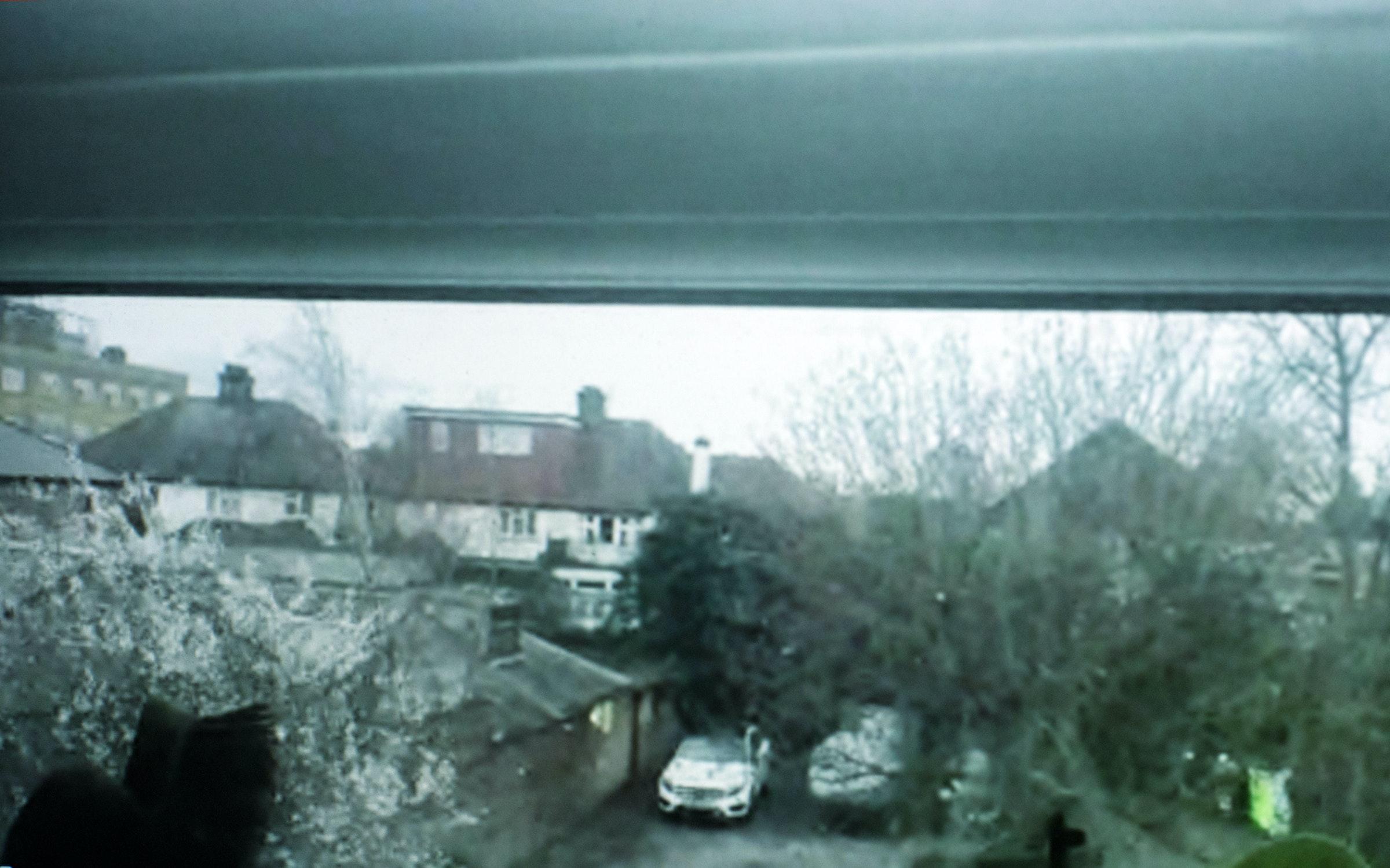 ロンドンの自宅から、zoom越しでの撮影