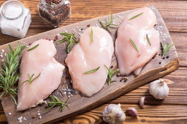 時短、簡単、美味しい!現役トレーナーが鶏むね肉の冷凍下味レシピを紹介!