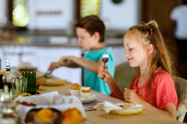 子供の成長に朝ごはんは欠かせない!朝食が子どもの成長や将来へ及ぼす影響