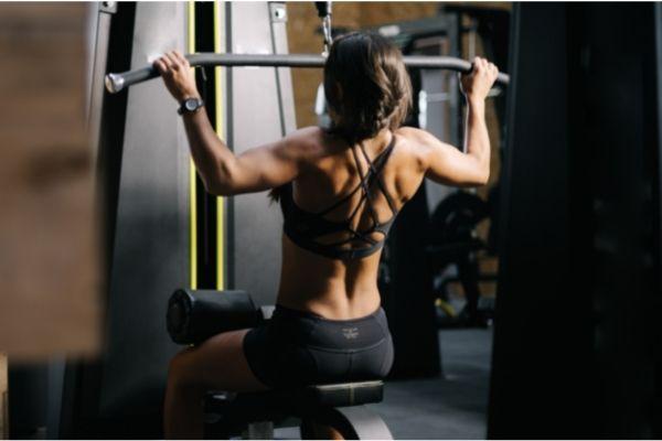 女性が背中の筋トレをするメリットって?現役トレーナーが解説!