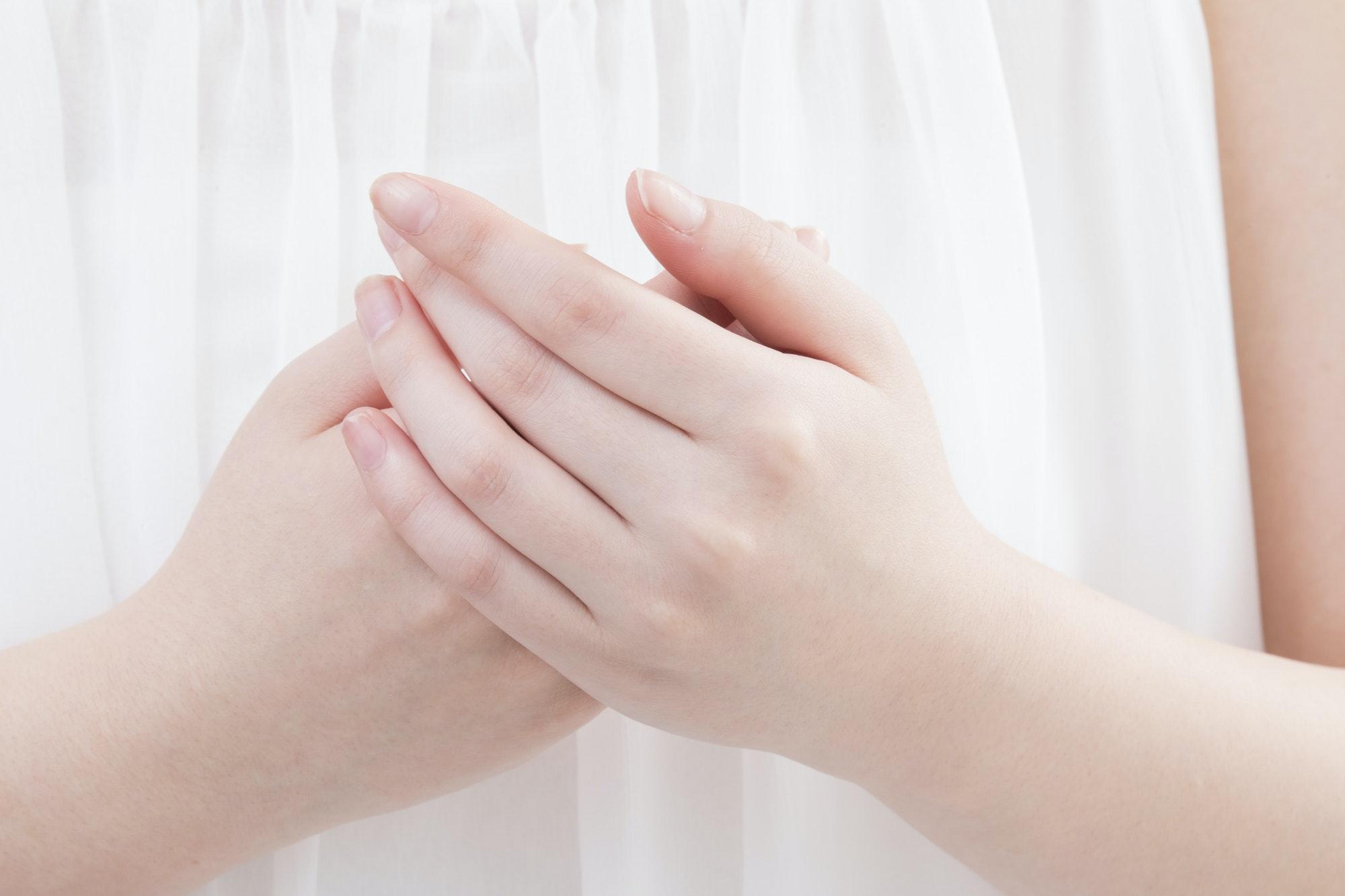 指脱毛の効果や痛みは?メリットや施術前後の注意点を解説