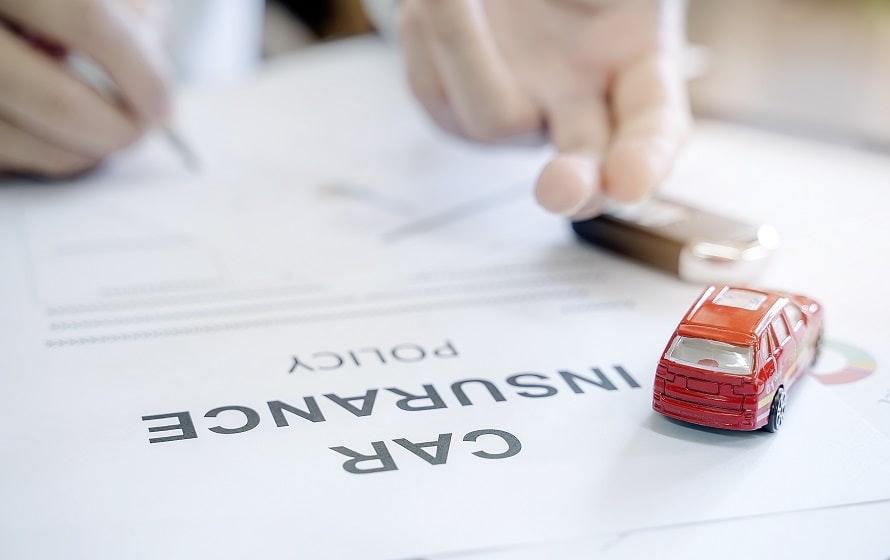 カーリースに必要な保険には「自賠責保険」と「自動車保険」の2種類がある