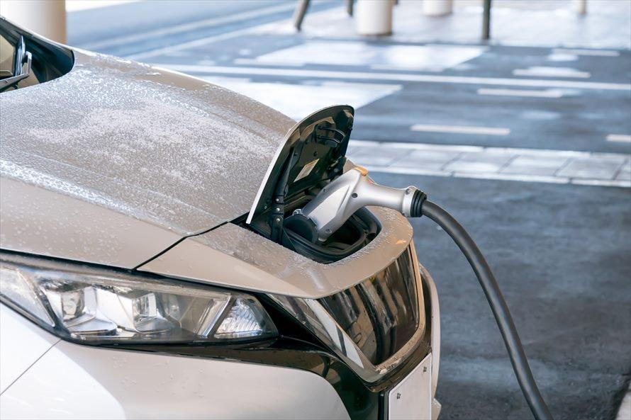 電気自動車を扱うカーリースはある?