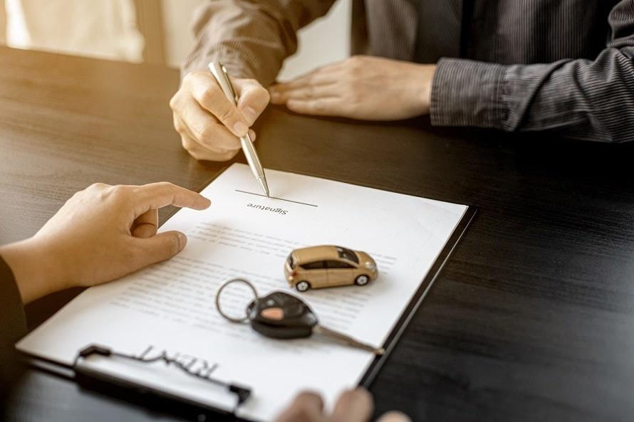車を買うVS借りる、費用の違いは?