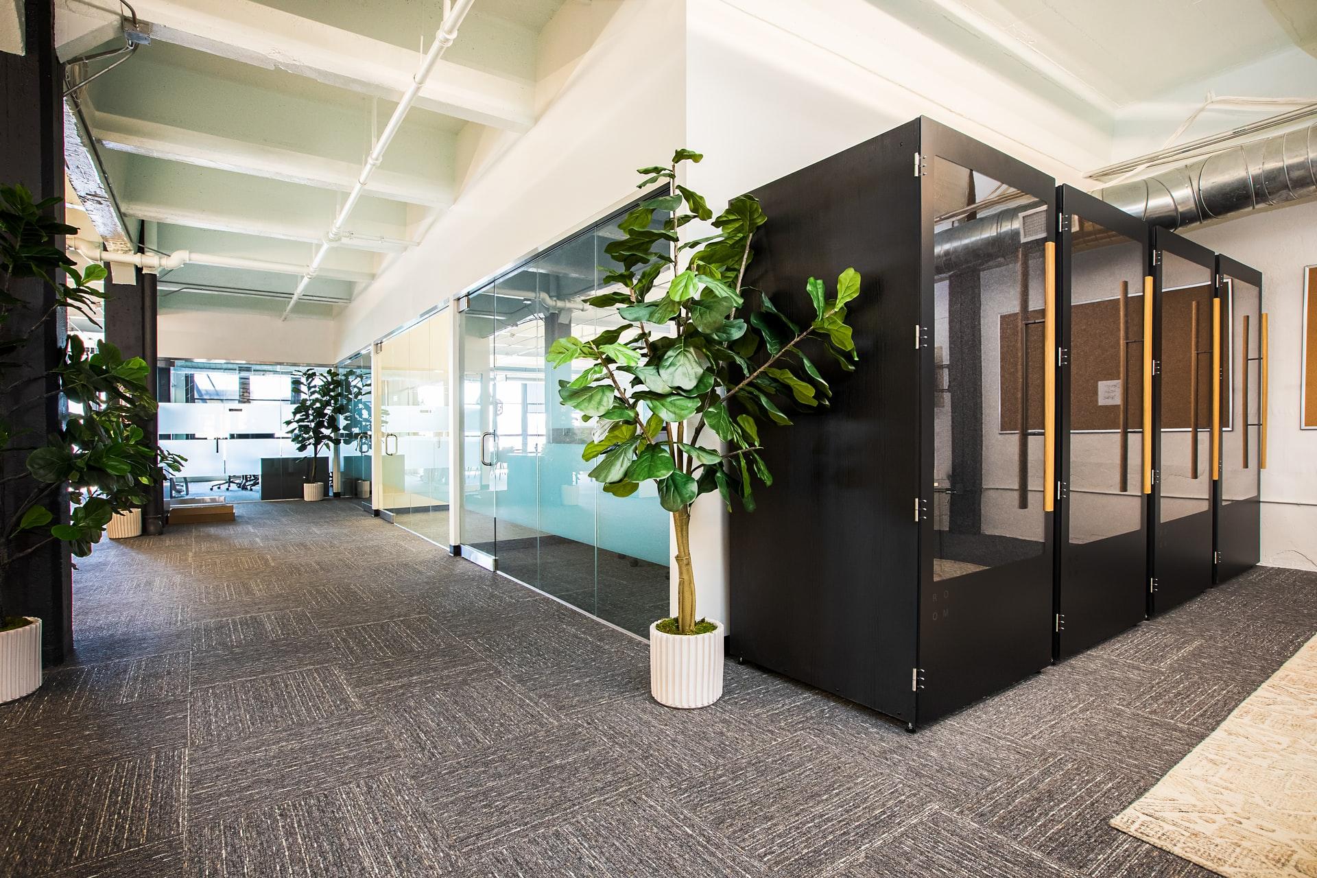 オフィスが分散されている会社