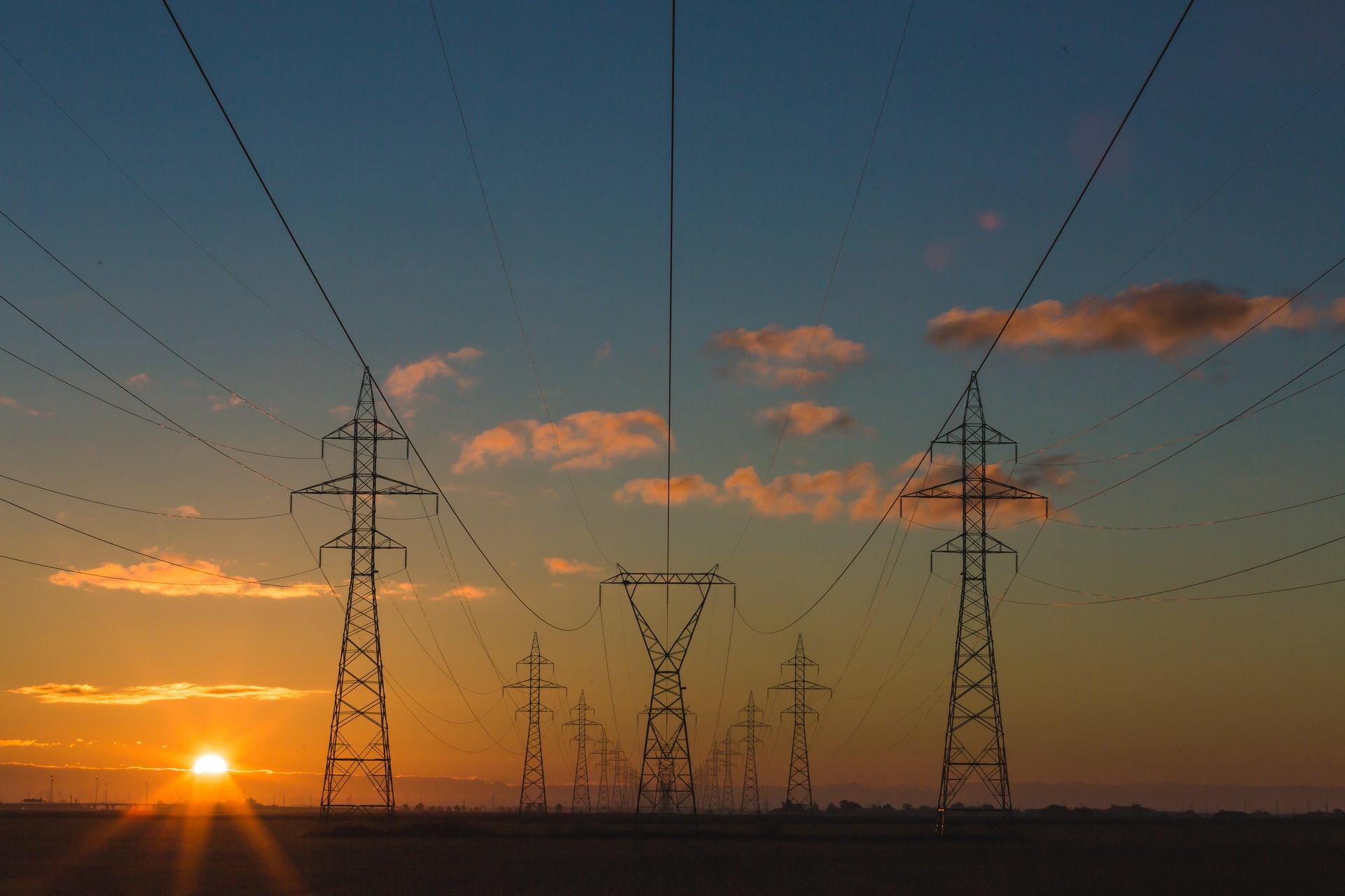 エネルギーを運ぶ送電線