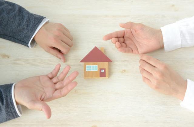 土地と建物の名義が違う場合|売却方法や名義変更手続き方法を紹介