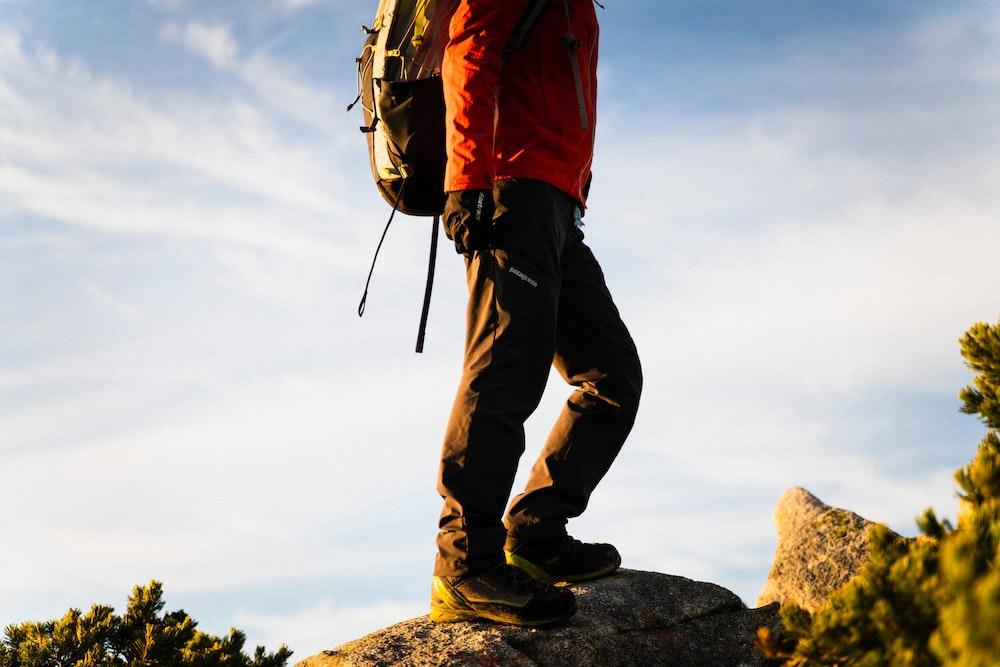 パタゴニアの最新アウトドアパンツをアルプス登山で徹底レビュー