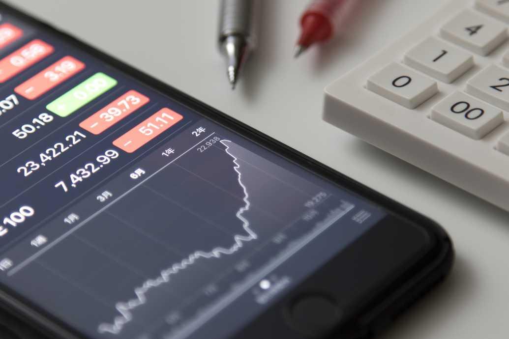 企業買収で株価は上がる?下がる? 株価が変動する理由や事例を解説