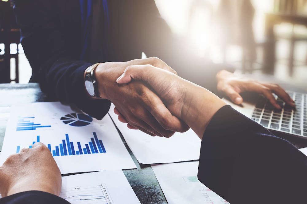 買収側における企業買収のメリットや目安価格の算出方法