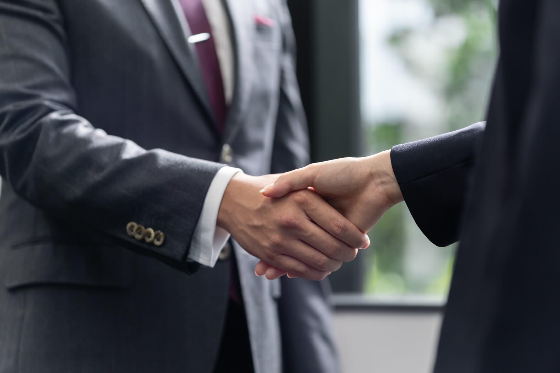 株式譲渡制限とは?メリットと譲渡決議の承認フローを完全ガイド