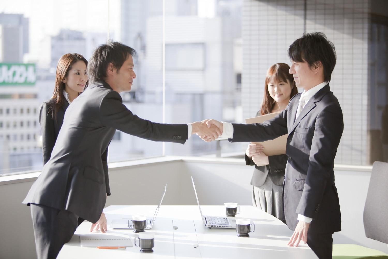 減少する親族承継、多様化する事業承継